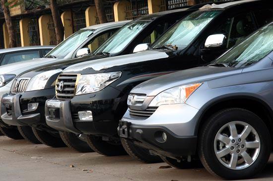 Nhu cầu mua xe của người dân tiếp tục tăng mạnh trước thời điểm thuế giá trị gia tăng và lệ phí trước bạ tăng trở lại mức cũ - Ảnh: Đức Thọ.