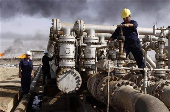 7/10 tập đoàn có doanh số hàng đầu đều thuộc lĩnh vực dầu khí - Ảnh: AP.
