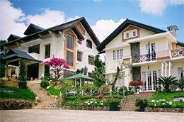 Giá công bố trung bình của khách sạn 5, 4 và 3 sao tại Đà Lạt lần lượt là 218, 61 và 32 USD/phòng/đêm.