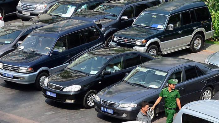 Với khoán kinh phí sử dụng xe ôtô, đối tượng, phương pháp xác định mức khoán kinh phí sử dụng xe ôtô thực hiện theo Nghị định của Chính phủ quy định tiêu chuẩn, định mức sử dụng xe ôtô.