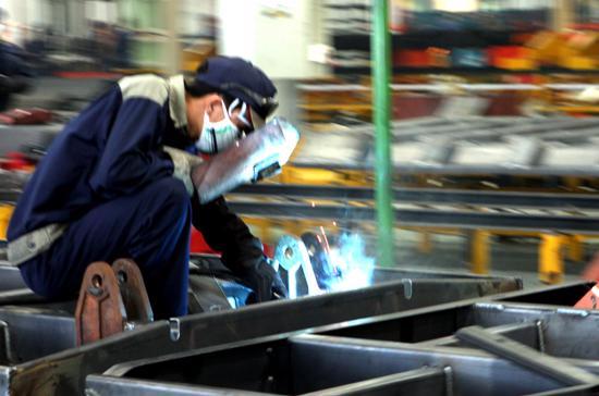 Sản xuất công nghiệp đang có những khó khăn nhất định - Ảnh: Bobi.