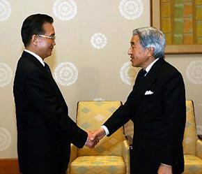 Thủ tướng Trung Quốc Ôn Gia Bảo yết kiến Nhật hoàng Akihito.