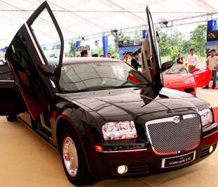 Tỷ lệ xe hơi hạng sang được nhập khẩu về nước ngày càng tăng - Ảnh: Doãn Khuê.