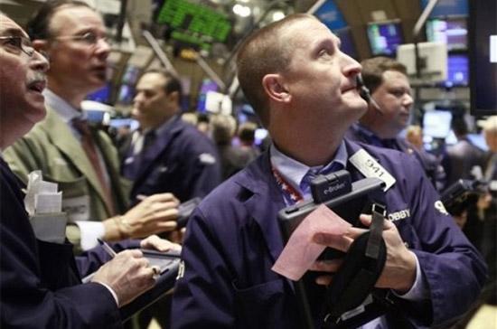 Thanh khoản của thị trường suy giảm rõ rệt khi trên sàn New York, khối lượng giao dịch phiên này giảm hơn 16% so với phiên trước đó - Ảnh: AP.