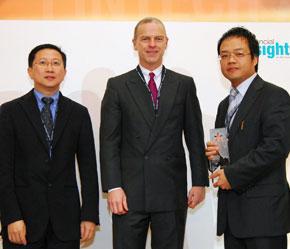 Techcombank thực hiện dự án hiện đại hoá công nghệ ngân hàng từ cuối năm 2003.