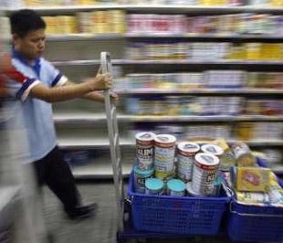 Hiện có nhiều quốc gia cấm tuyệt đối việc sử dụng melamine trong thực phẩm - Ảnh: Reuters.
