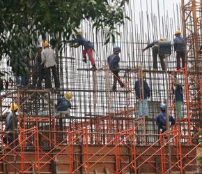 Hầu hết lao động xây dựng chưa qua đào tạo, ý thức chấp hành kỷ luật chưa cao.