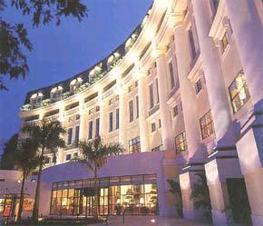 Quỹ đầu tư bất động sản VinaLand do VinaCapital quản lý đã mua lại 70% Khách sạn Hilton Hà Nội.