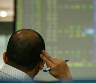 Nhà đầu tư đắn đo trước những biến động liên tục của thị trường.