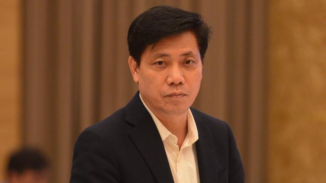 Thứ trưởng Nguyễn Ngọc Đông trao đổi với báo chí.