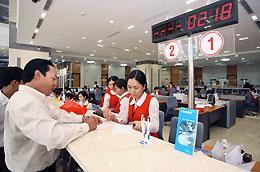 Sản phẩm này dành cho đối tượng khách hàng là cá nhân tham gia gửi tiết kiệm bằng VND hoặc USD tại Sacombank.