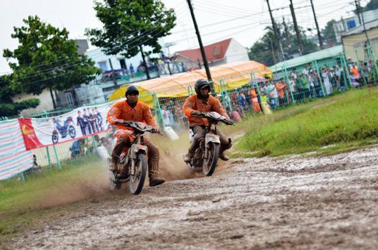 Đội đua chuyên nghiệp đầu tiên của Việt Nam là Rebel USA Racing Team đã giành chức vô địch tại giải lần này.