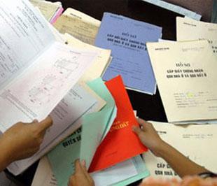 Trong khi chờ mẫu giấy mới, vẫn cấp sổ đỏ sổ hồng cho người dân có nhu cầu.
