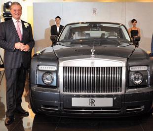 Giám đốc điều hành RR, Tom Purves, đã góp phần vào những thành công vang dội của công ty với việc chia sẻ thị trường và bán hàng của BMW Group với doanh số gần gấp 2 lần trong suốt thời kỳ ông đương nhiệm.