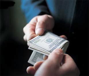 Theo Forbes, trong năm 2008, số quốc gia có nạn tham nhũng, hối lộ và scandal doanh nghiệp gia tăng đã vượt số quốc gia có cải thiện về các vấn đề này với tỷ lệ 2/1.