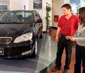 """Một số ít """"đại gia"""" xe hơi trong nước vẫn duy trì được mức bán ra khả quan trong tháng 3/2007."""
