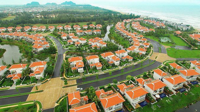 Nhiều chuyên gia cũng cho rằng, trên thực tế, hầu hết các đơn vị trong ngành bất động sản đều có quy mô vốn nhỏ, nguồn vốn cho bất động sản chủ yếu phụ thuộc vào ngân hàng và huy động của người dân.