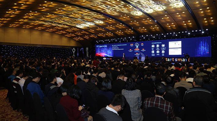 Diễn đàn công nghệ FPT 2019 quy tụ 500 các diễn giả, lãnh đạo các tập đoàn hàng đầu cùng thảo luận và chia sẻ những bài học kinh nghiệm khởi đầu thông minh để thành công trong chuyển đổi số tại Việt Nam.