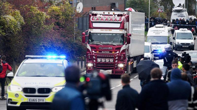 39 thi thể được phát hiện bên trong một xe tải chở container đông lạnh tại khu công nghiệp Waterglade thuộc hạt Essex, Anh - Ảnh: CNN.