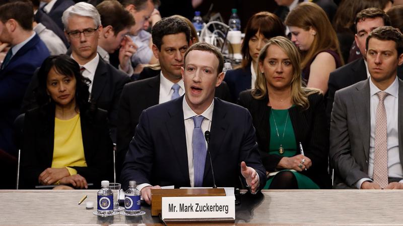 Mark Zuckerberg trong phiên điều trần 11/4 - Ảnh: AP.