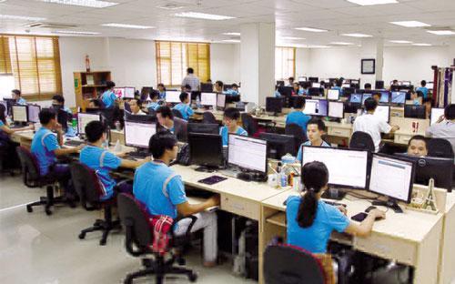 """<div style=""""font-family: &quot;Times New Roman&quot;; font-size: 14.6667px;""""><span style=""""font-size: 14.6667px;"""">Nhiều năm gần đây, Việt Nam luôn đứng trong top 10 nước hấp dẫn nhất thế giới về gia công phần mềm.</span></div>"""