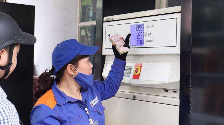 Giá xăng dầu giảm nhẹ từ chiều 11/11 - Ảnh minh họa.