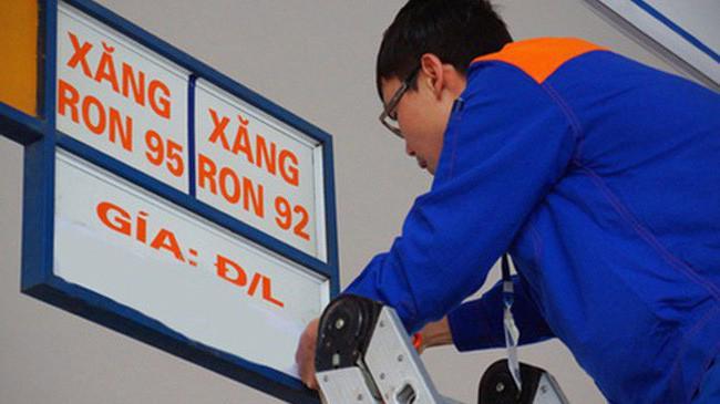 Hiện, giá xăng E5 RON 92 ở mức 19.940 đồng/lít; RON 95 ở mức 21.511 đồng/lít.
