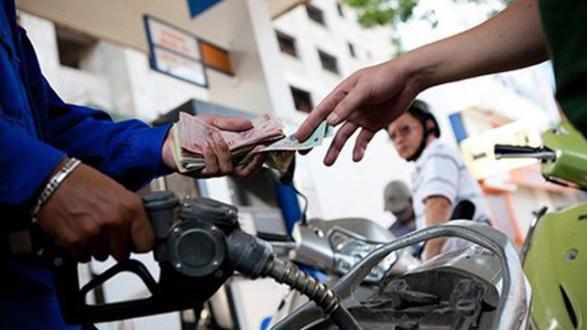 Phó thủ tướng Chính phủ Vương Đình Huệ mới đây đã yêu cầu các cơ quan liên quan sử dụng Quỹ Bình ổn xăng dầu để bù đắp mức tăng giá do áp dụng biểu thuế bảo vệ môi trường mới.