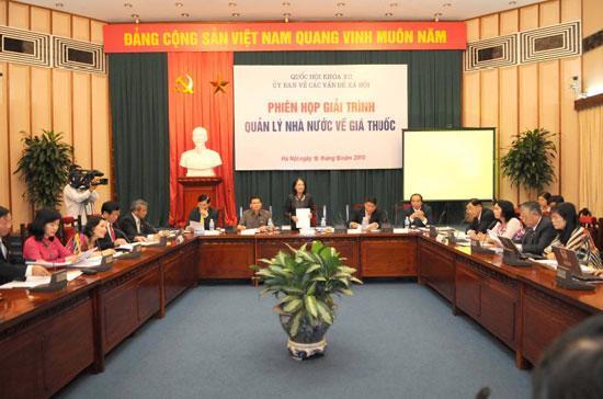 Phiên giải trình quản lý Nhà nước về giá thuốc được tổ chức ngay trước khi khai mạc kỳ họp Quốc hội thứ tám.