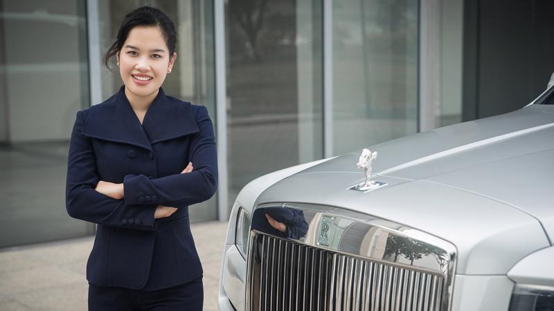 Giám đốc Thương hiệu Rolls-Royce Motor Cars Tp.HCM, bà Tú Lê, trước đây từng giữ cương vị Tổng thư ký Hiệp hội Ô tô Thể thao Việt Nam.
