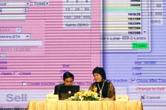 Giao dịch trực tuyến tại Sở giao dịch hàng hóa Việt Nam - Ảnh: TTXVN