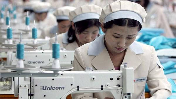 Người lao động trong các ngành sản xuất trực tiếp muốn được giảm giờ làm việc hằng tuần từ 48 giờ xuống còn 44 giờ. Ảnh minh họa.
