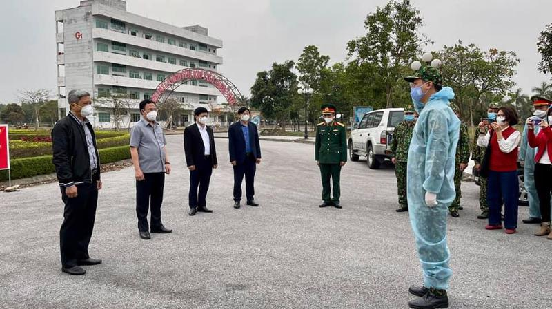Đoàn công tác Bộ Y tế kiểm tra công tác phòng, chống dịch tại Khu cách ly trường Đại học Sao Đỏ, Hải Dương. Ảnh - Bộ Y tế.
