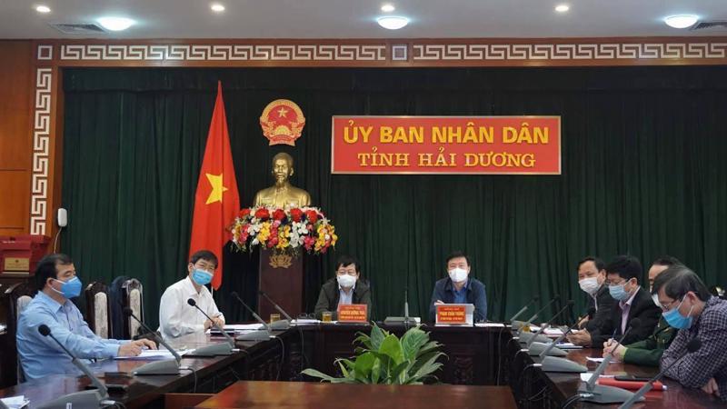 Hải Dương nối cầu với họp trực tuyến với cuộc họp của Ban Chỉ đạo quốc gia sáng 23/2. Ảnh - Trung Sơn.