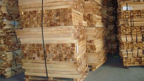 Doanh nghiệp khai báo hàng xuất khẩu là ván lạng sản xuất từ gỗ cao su nhưng thực tế lại là xuất khẩu gỗ cao su. Ảnh minh hoạ.