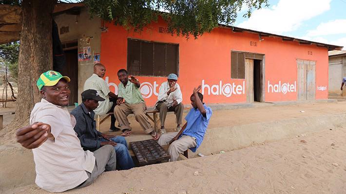 Mạng di động Halotel chính thức được khai trương và đưa vào kinh doanh từ tháng 10/2015.