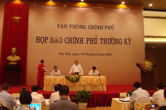 Bộ trưởng Nguyễn Xuân Phúc chủ trì buổi họp báo chiều 3/6.
