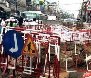 Tắc đường do đào đường tại Tp.HCM - Ảnh: VNN.