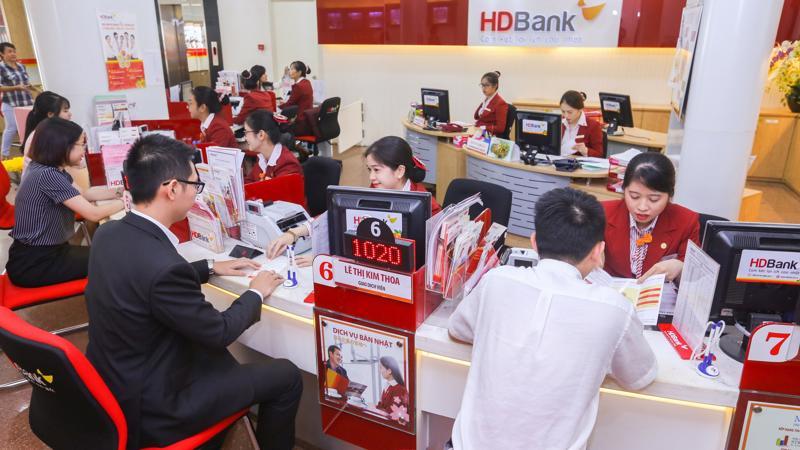 HDBank luôn đồng hành gắn bó cùng doanh nghiệp bằng việc đưa ra các sản phẩm dịch vụ đa dạng, nguồn vốn ưu đãi, sẵn sàng mang đến cho các doanh nghiệp những giải pháp tài chính linh hoạt.