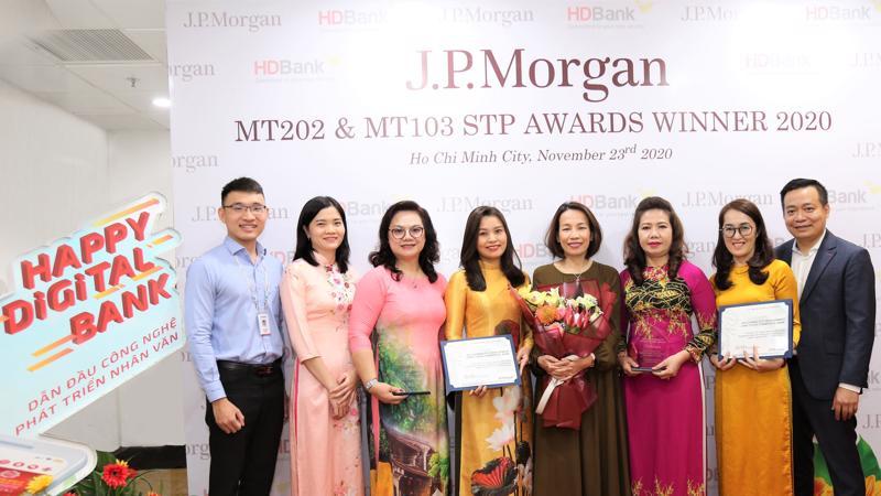 Trong bối cảnh tình hình kinh tế thế giới lẫn Việt Nam có nhiều thách thức do Covid-19 nhưng suốt một năm qua, tình hình kinh doanh của HDBank qua hệ thống JP Morgan Chase vẫn tiếp tục tăng.