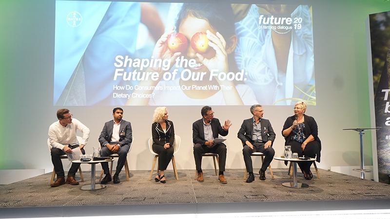 Lãnh đạo của Bayer và các chuyên gia trong ngành thảo luận về các giải pháp bền vững và sáng tạo giúp nông dân trên thế giới đối mặt với những thách thức lớn nhất mà họ gặp phải.