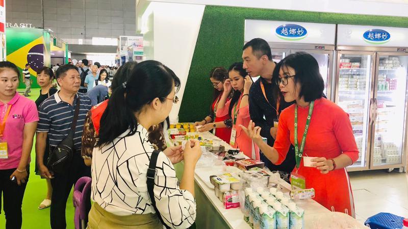 Người tiêu dùng Trung Quốc dùng thử và đánh giá cao các sản phẩm của Vinamilk.