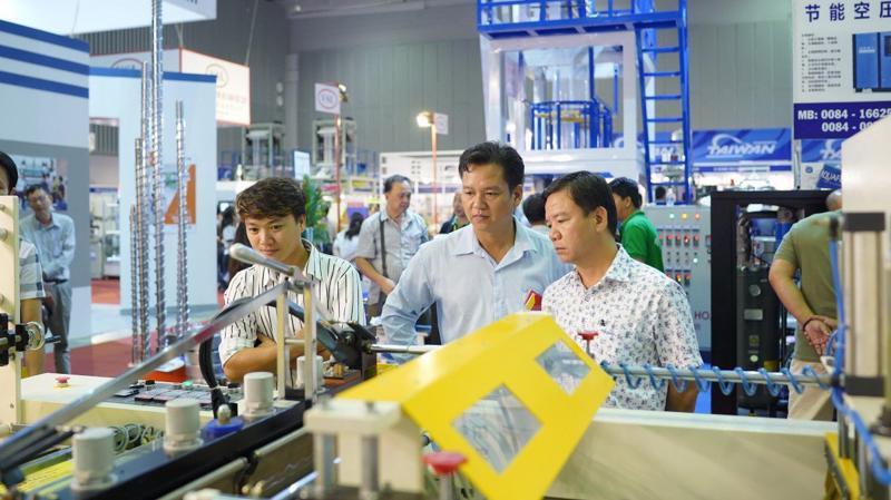 VietnamPlas 2019 diễn ra từ ngày 3-6/10/2019 tại Trung tâm Hội chợ và Triển lãm Sài Gòn (SECC) sẽ mở rộng diện tích trưng bày với nhiều ứng dụng công nghệ, máy móc và nguyên phụ liệu tiên tiến nhất.