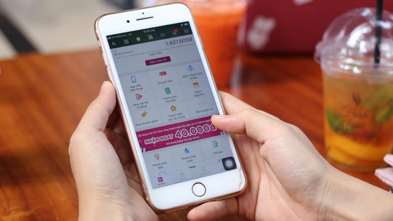 Là một chiếc ví dành để chi dùng, Ví MoMo còn có chức năng chuyển tiền, hoạt động 24/7 nên bất kỳ lúc nào khách hàng cũng có thể chuyển tiền cho người khác.