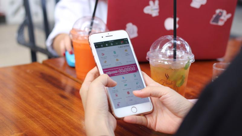 Từ nay đến hết 31/3/2019, chỉ cần phát sinh giao dịch, thanh toán hóa đơn qua ứng dụng MoMo, khách hàng sẽ trúng thưởng 100% các phần quà là voucher mua sắm, ăn uống, giải trí, thanh toán.