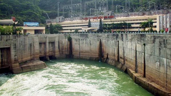 Mực nước ở một số hồ chứa lớn, trong đó có hồ Hòa Bình xuống mức thấp gây nguy cơ thiếu nước trong mùa cạn. Ảnh minh họa.