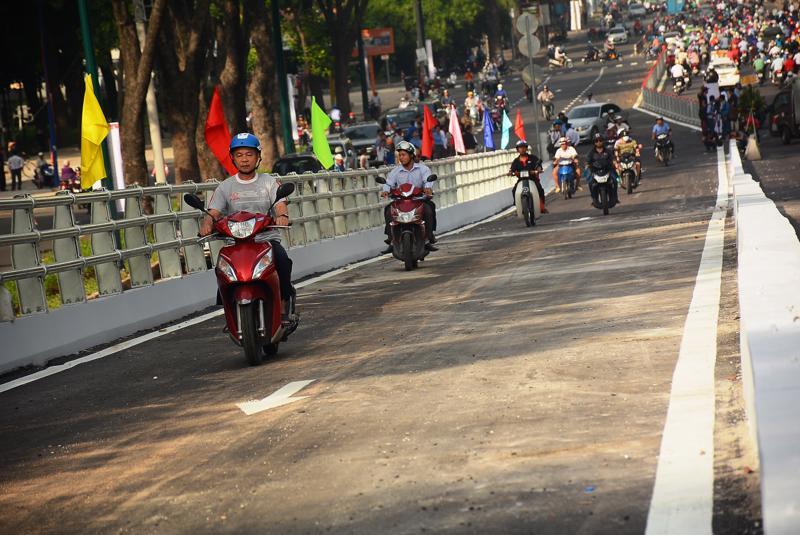 Nhánh cầu Hoàng Minh Giám - Nguyễn Thái Sơn nằm trong công trình cầu vượt vòng xoay Nguyễn Kiệm - Nguyễn Thái Sơn - Hoàng Minh Giám thông xe hôm 3/7.