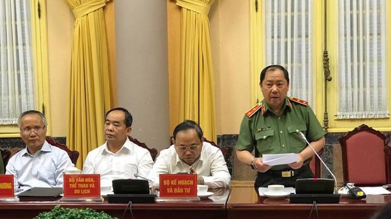 Trung tướng Hoàng Phước Thuận, Cục trưởng Cục An ninh mạng Bộ Công an trình bày một số vấn đề tại cuộc họp báo