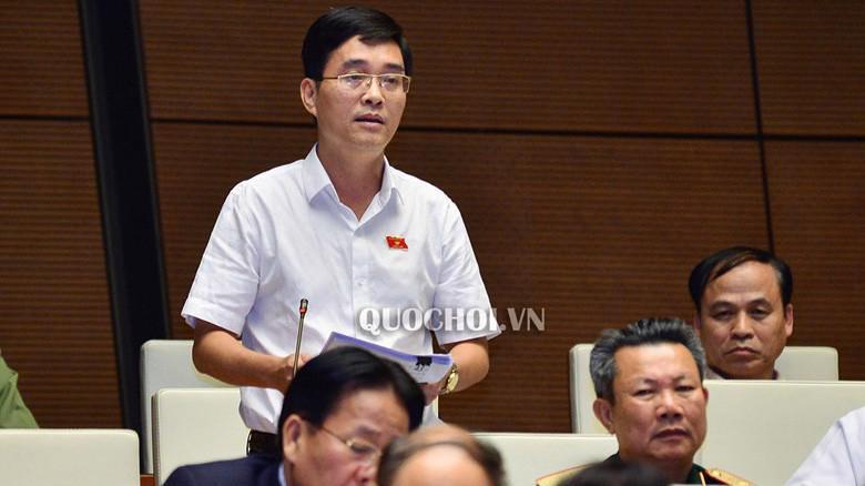 Đại biểu Hoàng Quang Hàm phát biểu tại hội trường.