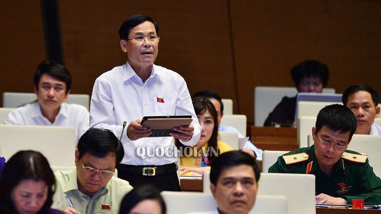 Đại biểu Hoàng Văn Hùng (Thái Nguyên) phát biểu tại hội trường.